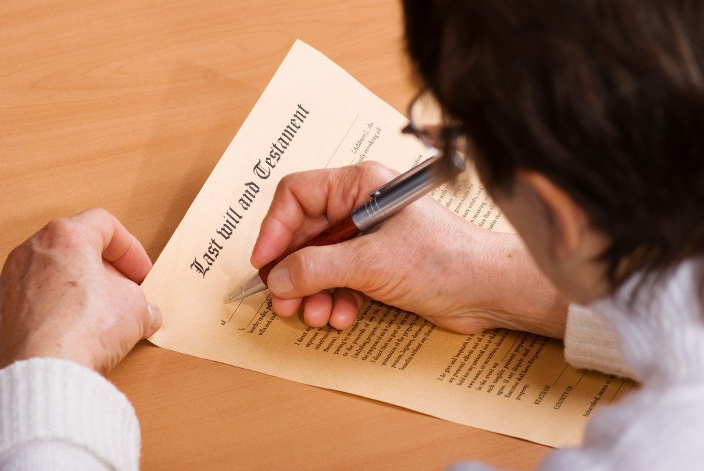 Man signing a last will and testament